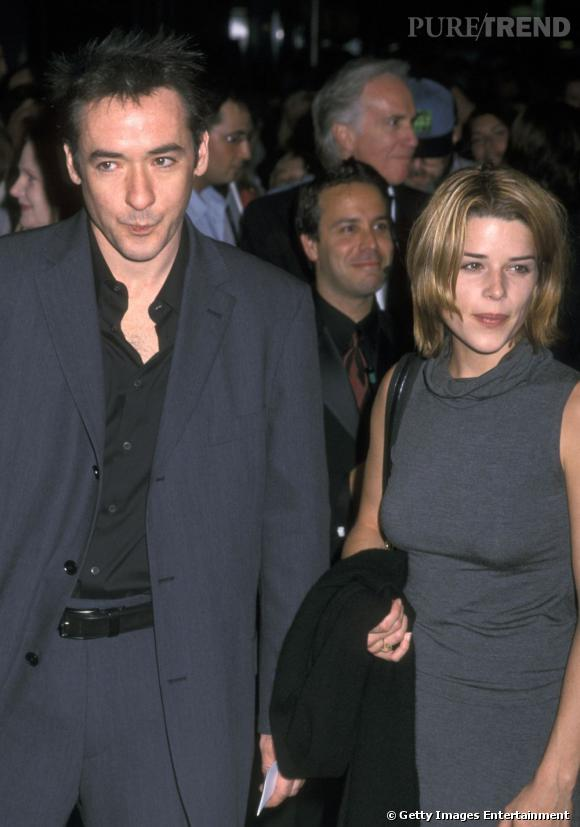 De 1998 à 2002, Neve Campbell se pose pour couler des jours heureux avec John Cusack.