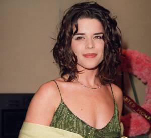 De jolies boucles et des cheveux plus longs qu'à son habitude, l'actrice nous surprend agréablement.