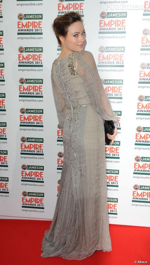 Olivia Wilde choisit une robe Carolina Herrera Printemps-Eté 2012.
