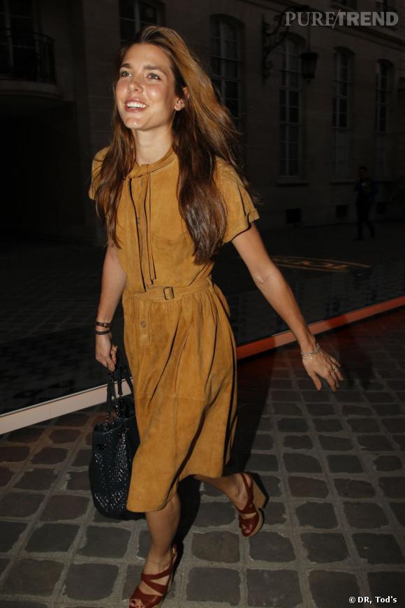 Charlotte Casiraghi lors d'une soirée Tod's à l'ambassade d'Italie a fait honneur à la griffe en portant un sac Tod's Signature.