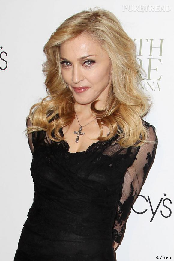Madonna présente son nouveau parfum à la boutique Macy's à New York.