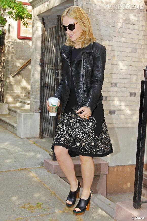 Olivia Wilde magnifique dans une robe mi-longue noire légèrement évasée
