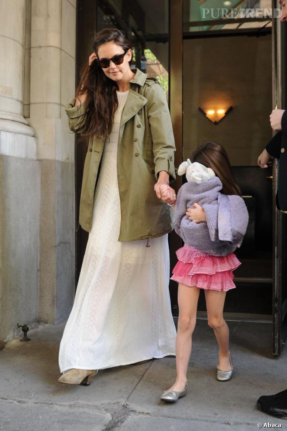 Katie Holmes et Suri à la sortie de leur immeuble à Manhattan.