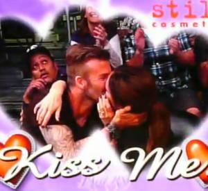 Premier baiser public pour Victoria et David Beckham.