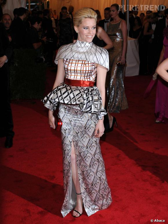 Elizabeth Banks en Mary Katrantzou.