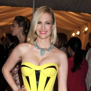 January Jones en Versace.