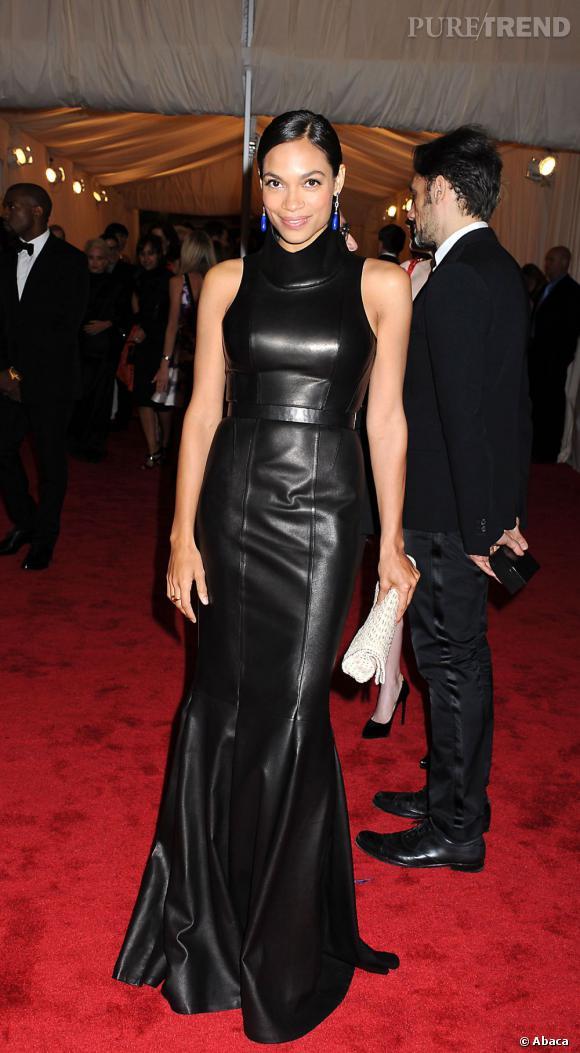 Rosario Dawson en Calvin Klein.