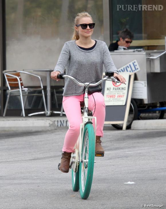 Kristen Bell à vélo dans le rues de Los Angeles le 11 mai.
