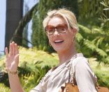 Katherine Heigl ne quitte plus son sac Valentino.