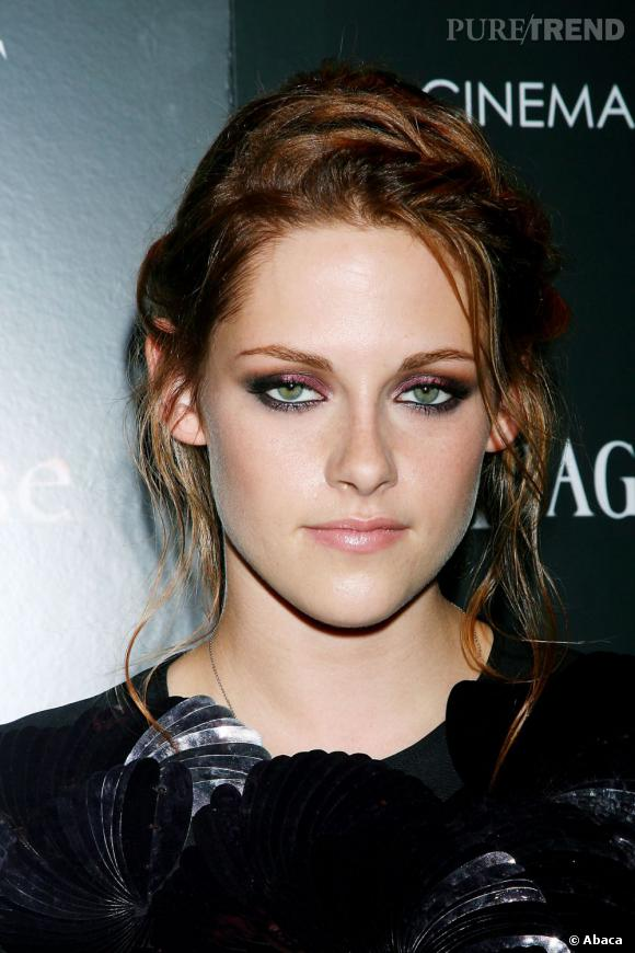 Avec cette coiffure romantique et bohème, Kristen Stewart nous ferait presque oublier son esprit rebelle.