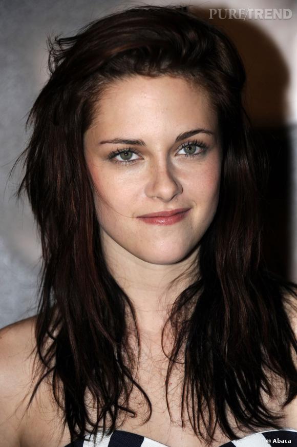 En 2008, on la retrouve plus brune. Elle efface progressivement sa raie au milieu que l'implantation de ses cheveux lui impose. Un bon point pour la texture wavy de sa crinière.