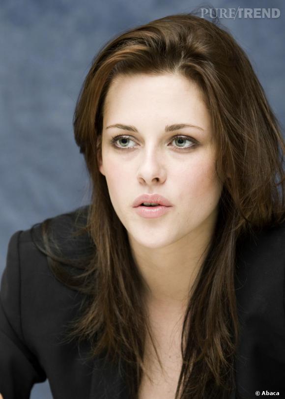 Quand Kristen Stewart adopte une coiffure simple et joliment travaillée, on ne peut qu'applaudir son élégance.