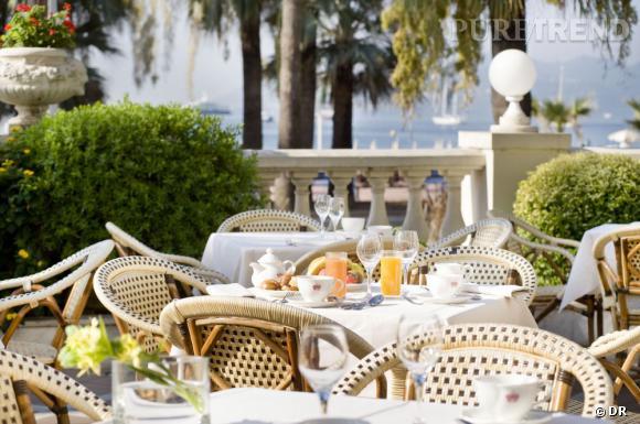 Les adresses gourmandes à Cannes : Le Carlton Une bien jolie terrasse où prendre son petit déjeuner, avec vue sur la mer.
