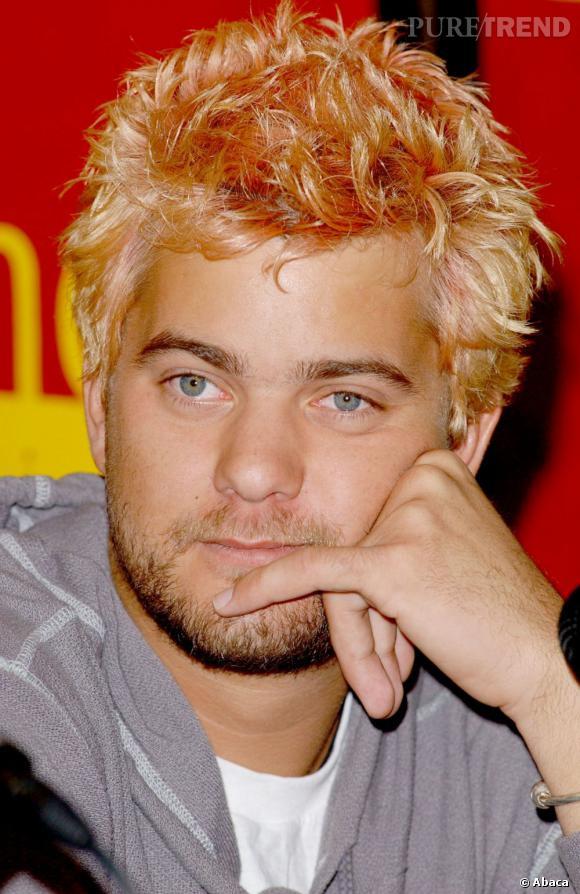 """En 2002 :  l'acteur se rebelle et teint ses cheveux en orange pour un rôle, bien décidé à casser son image de """"Dawson""""."""