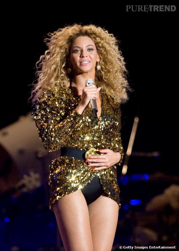Beyoncé l'a bien compris: l'or est idéal pour illuminer les peaux bronzées. Voici une adepte de la tendance or !
