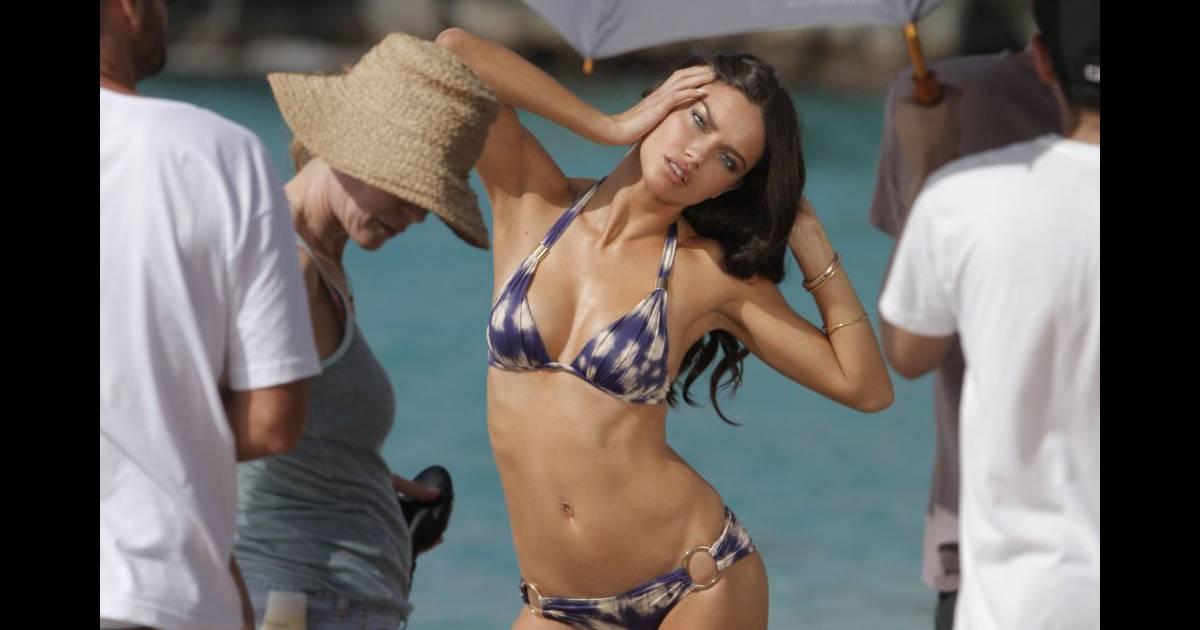 Adriana Lima est prête à se contorsionner pour metre en