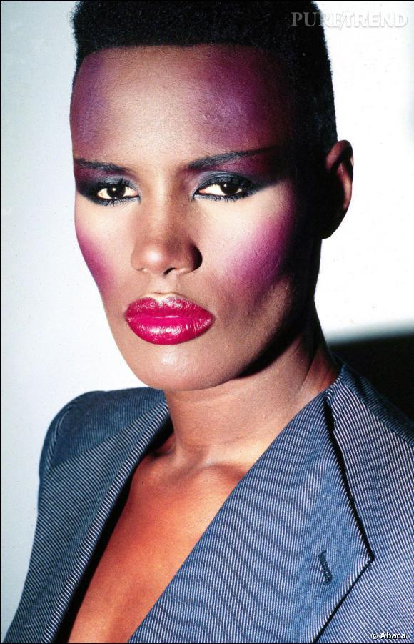 Grace Jones en technicolor. Une grande icône du style des 80's.