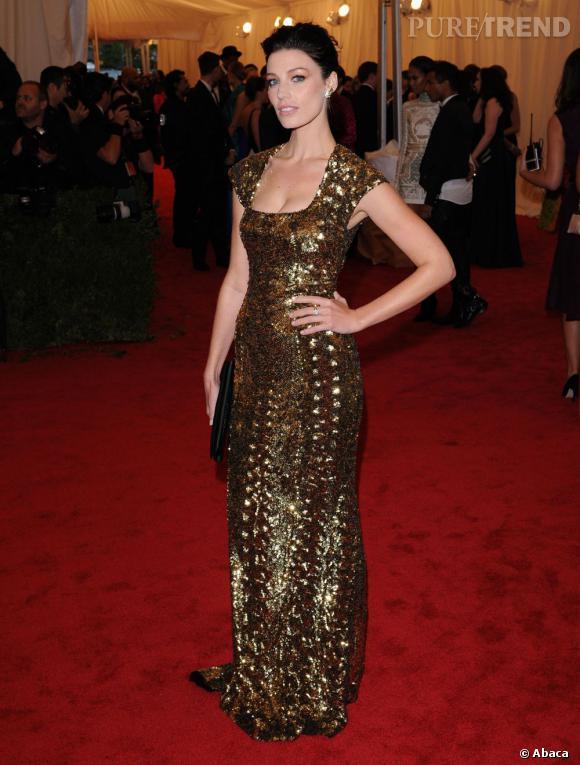 "Belle métallique, Jessica Paré version ""Gold Digger"" lors du MET Ball 2012 à New-York."