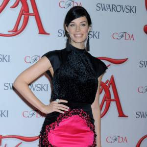 Jessica Paré au 2012 CFDA Fashion Awards adopte la tendance fluo.