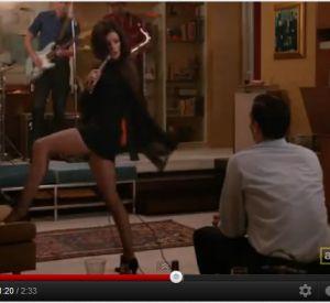 Une vidéo culte qui créa le buzz. Jessica Paré interprète le titre yéyé Zou Bisou Bisou de Gillian Hills au cours d'un épisode et représente la libération sexuelle des femmes des années 60.