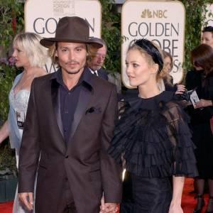 1998/2012 - Vanessa Paradis : En 1998, Johnny Depp met un terme à sa vie de célibataire et se lance dans l'aventure de la vie de famille avec la Française Vanessa Paradis, rencontrée à l'Hôtel Costes et avec qui il aura deux enfants. Pour l'anecdote, les deux acteurs s'étaient déjà rencontrés à Los Angeles en 1994 dans la boite de nuit de Johnny Depp. Après des hauts et des bas, la rupture est confirmée en juin 2012, la fin d'une divine idylle.