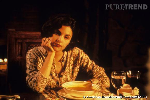 """1986/1988 - Sherilyn Fenn  : Johnny Depp rencontre l'actrice sur le tournage d'un court métrage """"Dummies"""". Elle tourne avec lui dans la série """"21 Jump Street"""" alors qu'ils sont fiancés. Une idylle qui durera 2 ans."""