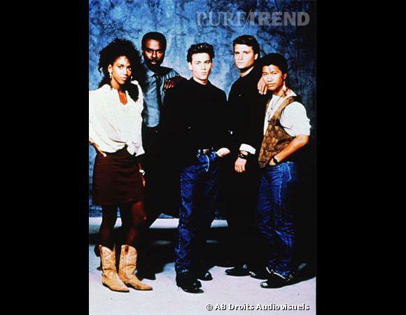 """90's-Holly Robinson Peete  : playboy d'Hollywood malgré lui on lui prête forcément des relations à droite à gauche, dont l'actrice Holly Robinson Peete une de ses partenaire dans la série qui a lancée sa carrière """"21 Jump Street""""."""