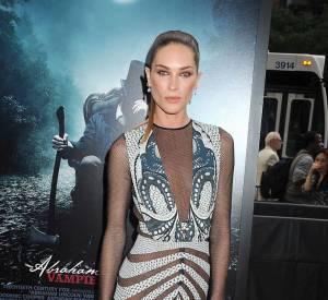 Le top sublime sa silhouette dans une robe de sirène Etro collection Automne-Hiver 2012/2013.