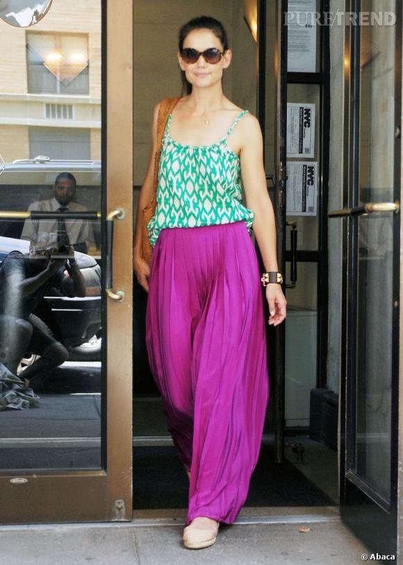Katie Holmes peaufine sa tenue avec un top Gap.