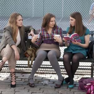 Jemima Kirke, Lena Dunham et Zosia Mamet sur le tournage de la série.