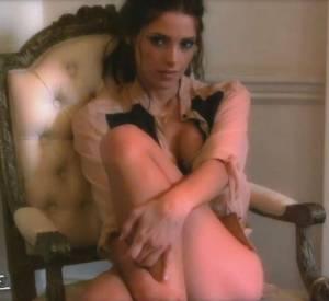 Ashley Greene pose de nouveau pour le magazine Esquire, mais cette fois, en lingerie très sexy...