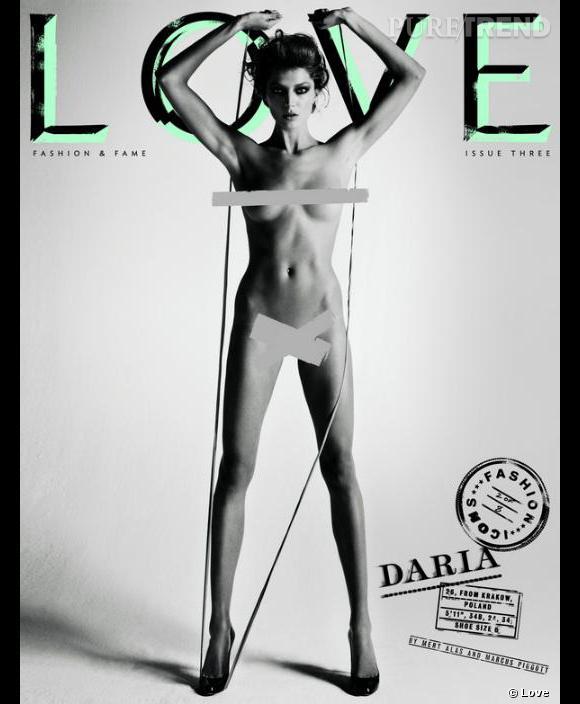 Daria Werbowy se prête également au jeu du magazine.