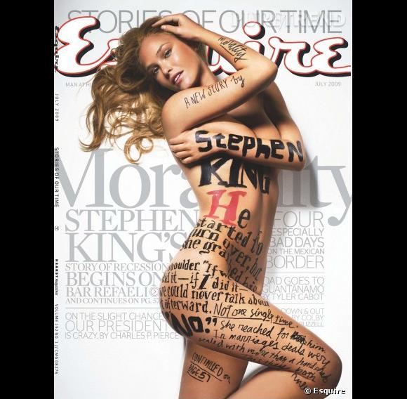 Bar Refaeli s'expose façon body art pour Esquire. Elle mérite bien son titre de femme la plus hot du monde.