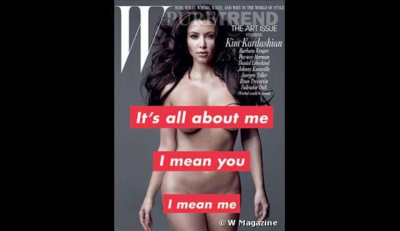 Kim Kardashian dévoile tout pour W, certaines parties de son anatomie uniquement dissimulées par du texte.