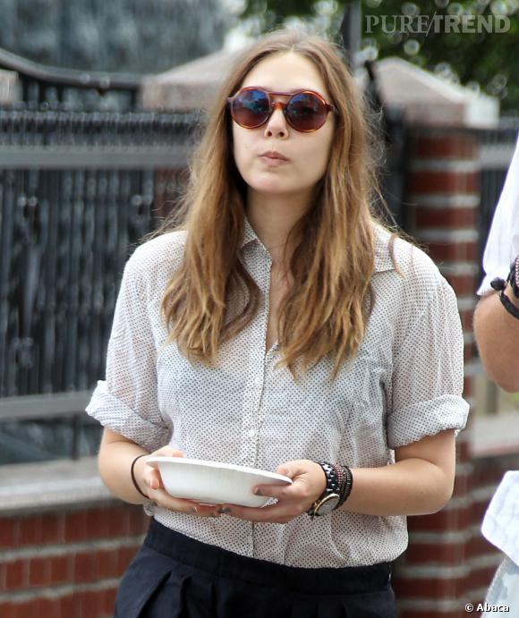 "Elizabeth Olsen ne perd pas son sens du style pour ""Very Good Girls""."