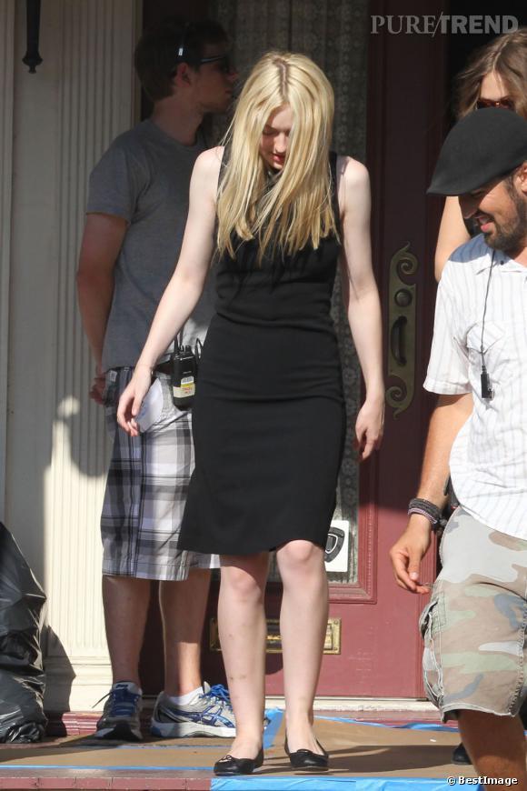 Dakota Fanning aussi choisit une robe noire.