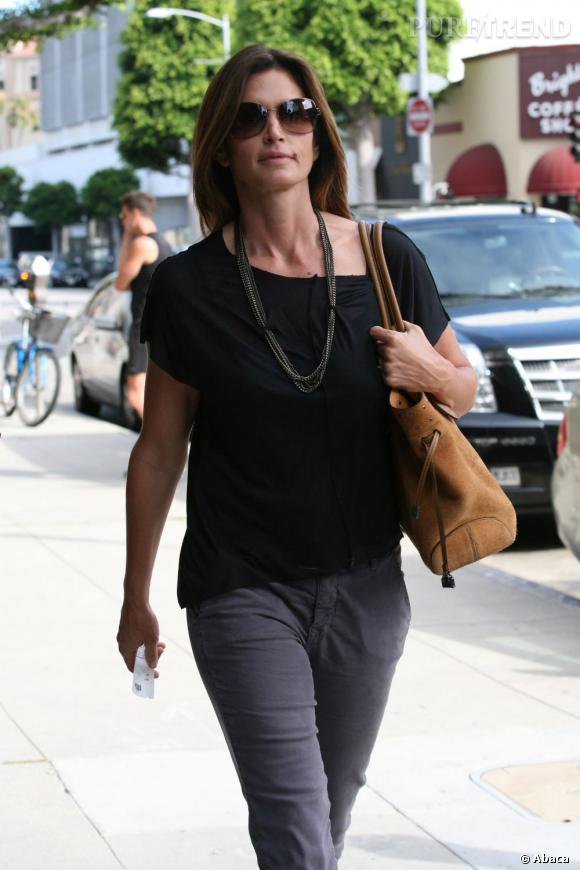 Cindy Crawford, fière allure à Los Angeles aux côtés de son fils.