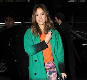 Jessica Alba vs Miranda Kerr : le pantalon fleuri
