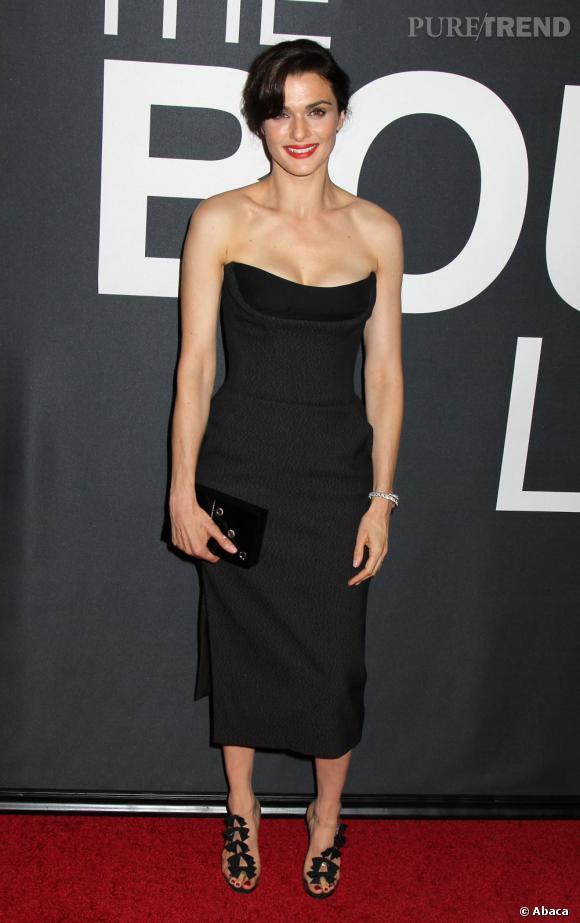 """Rachel Weisz, resplendissante à la première de """"Jason Bourne : l'héritage"""", le 30 juillet 2012 à New York."""