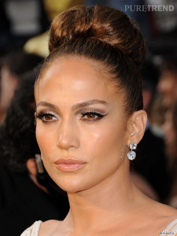 """Dans la catégorie """"Je veux la machoire et le menton de"""" :   Jennifer Lopez    La chanteuse aussi est montrée en exemple quand il est question de se refaire faire le bas visage."""