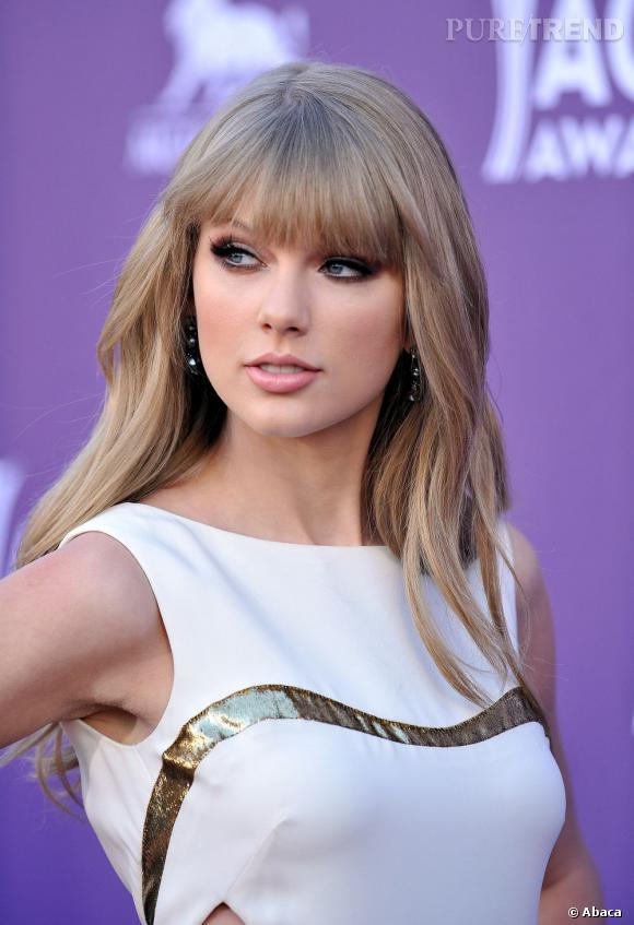 """Dans la catégorie """"Je veux les cheveux de"""" :   Taylor Swift   En plus d'afficher un joli minois et une silhouette de liane, Taylor Swift a de beaux cheveux. Du genre de ceux qui font pâlir d'envie bien des clientes des salons de coiffure."""