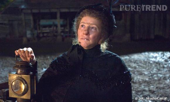 """Transformation radicale pour Emma Thompson. Dans """"Nanny McPhee"""", l'actrice est tout bonnement méconnaissable, la faute aux prothèses qui griment son visage."""