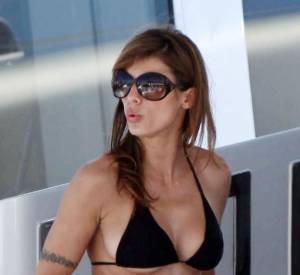 C'est George Clooney qui doit être triste de voir son ex, la belle Elisabetta Canalis, aussi sexy sur le yacht du grand créateur Roberto Cavalli !