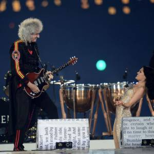 "Incroyable duo entre Queen et Jessie J pour ""We will rock you""."