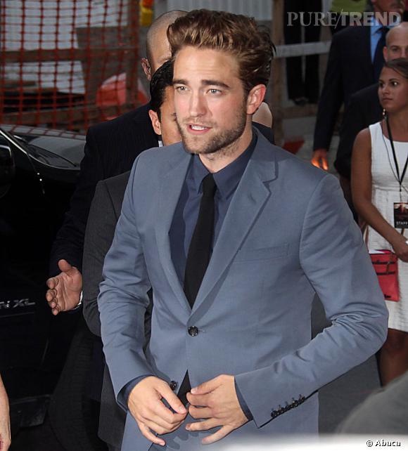 Sexy à souhait, le célibat réussit à Robert Pattinson.