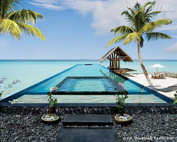 Un jacuzzi niché dans une piscine à débordement au beau milieu de l'océan, qui dit mieux ? Cap sur les Maldives, au One & Only Reethi Rah.