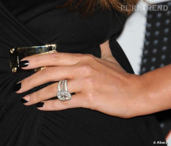 La bague Alek Vartan de 12.5 carats à 850 000 dollars de Khloe Kardashian.