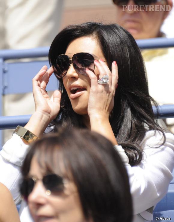 Kim Kardashian a failli battre le record avec son impressionnante bague de 20 carats à 2 millions de dollars.