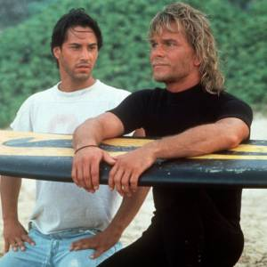 "Keanu Reeves et Patrick Swayze dans le film culte ""Point Break""."