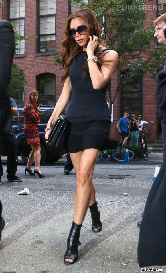 Victoria Beckham arrive sur le lieu de son défilé.